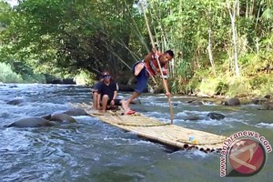 Bamboo Rafting Adventure in Pagat