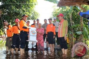 Dinsosnakertrans Distribusikan Bantuan Banjir