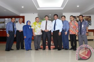 Bank Riau Kepri Kunjungi Bank Kalsel