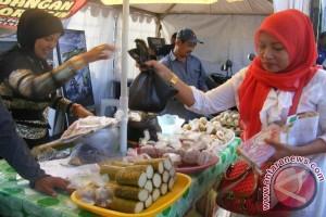 Ratusan Pedagang  Ramaikan Pasar Wadai