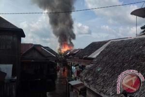 Pemukiman Padat  Baruh Jaya Dilalap Api