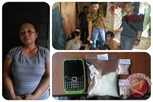 Polisi Tangkap Wanita Pengedar Setengah Ons Sabu