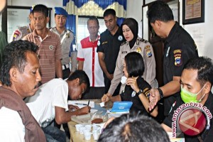 Police and BNK Conduct Urine Test on Ship Crews