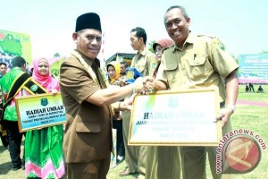 Kepala Sekolah Berprestasi Dapat Hadiah Umroh