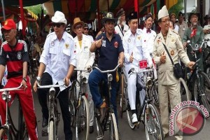 Mayor Leads Ontel Nusantara Parade