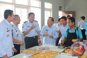 Cicipi Donat Pabrik Roti LAPAS Banjarmasin