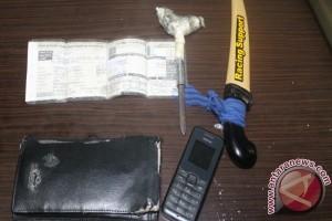 Tiga Pemuda Bawa Senjata Tajam Diamankan
