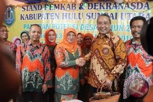 Menteri Desa Kunjungi Stand Pameran HSU
