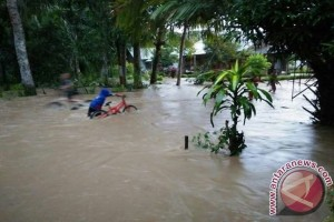 Hundreds Houses Flooded in HSS