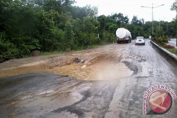 DPRD Kalsel Harapkan Lebaran Angkutan Semen Berkurang