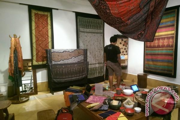 Lambung Mangkurat Museum showcases Borneo fabrics