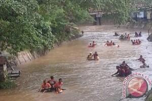 FKH Dan BPK Tapin Bersih-bersih Sungai
