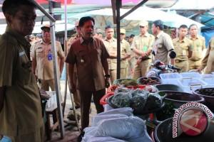 Bupati Tapin Minta Pedagang Tempati Kios Pasar