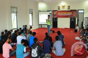 Adaro Latih Anggota Karang Taruna Tanggulangi Bencana