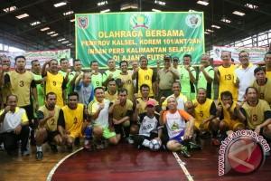 Tim PWI Juara Olahraga Bersama Korem-Pemprov