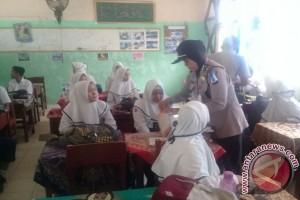 Polsekta Banjarmasin Timur Lakukan Razia Di Sekolah