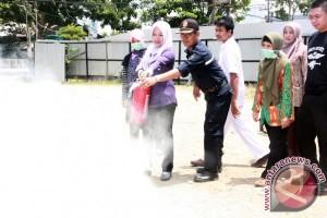 Karyawan RSHD Barabai Di Latih Padamkan Api
