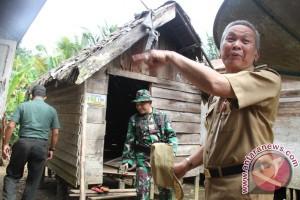 Dua Warga Barabai Dapat Bantuan Bedah Rumah