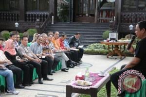 Percepat Pembangunan, Minggu Gubernur Kalsel Tetap Kerja