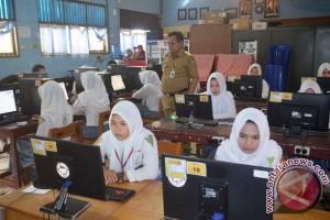 Lapsus - Tingkatkan Sumber Daya Manusia Melalui Pemerataan Pendidikan