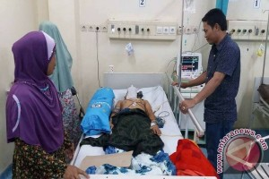 Ketua DPRD Balangan Jenguk Pasien Di RSUD