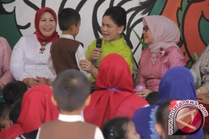 PAUD student asks car to the First Lady