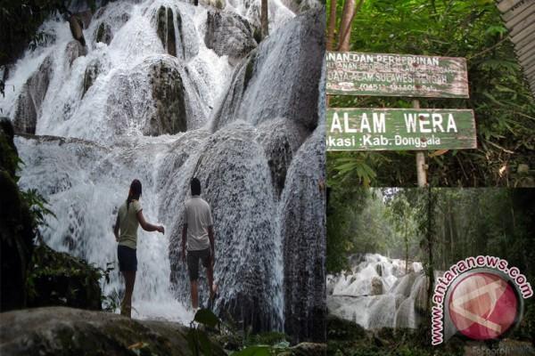 Wisatawan Kagumi Keindahan Air Terjun Wera