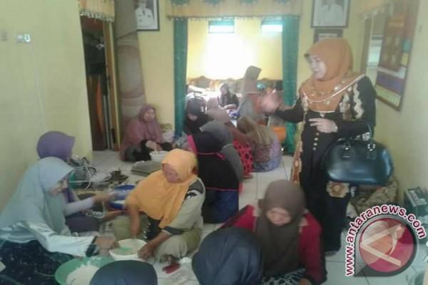 Ketua TP PKK HSS Motivasi Ibu-Ibu Peserta Pelatihan