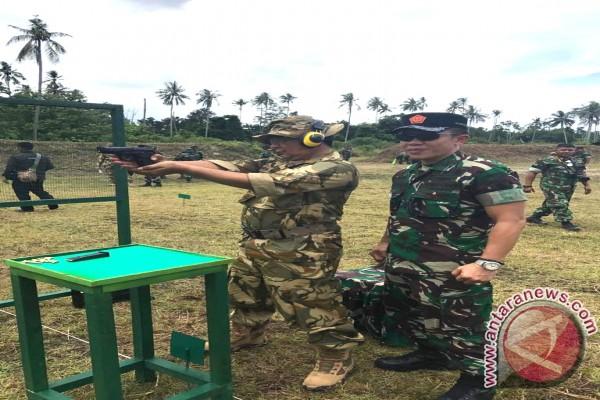 Gubernur Kalsel Ikuti Latihan Menembak Di Natuna