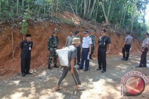 TMMD Ke-100 Bangun Badan Jalan Desa Walangkir