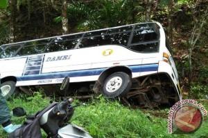 Bus Damri Jatuh Ke Jurang