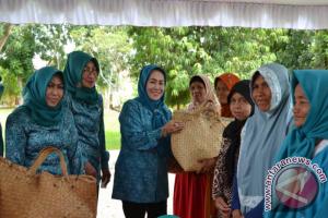 700 Paket Sembako Untuk Kaum Lansia