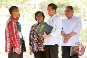 Presiden Jokowi Serahkan SK Pengelolaan Hutan Desa Dayak Pitap