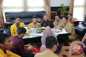 Gubernur Ajak Mahasiswa Keliling Desa Daerah Terpencil