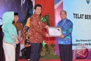 Bupati HSS Terima Penghargaan Top 99 Sinovik Nasional 2017