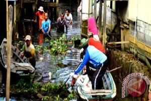 FKH Ijejela Bahalap Bersihkan Sungai Tarutan