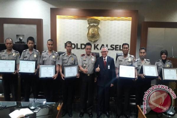 Tujuh Anggota Polsek Pelaihari Terima Penghargaan BI