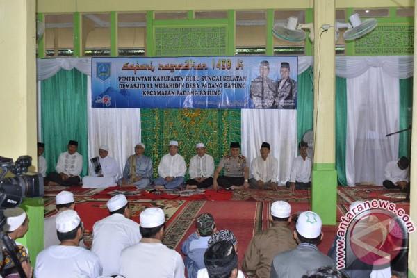 Pembagian Seribu Al Qur'an Dukung Perda Khatam