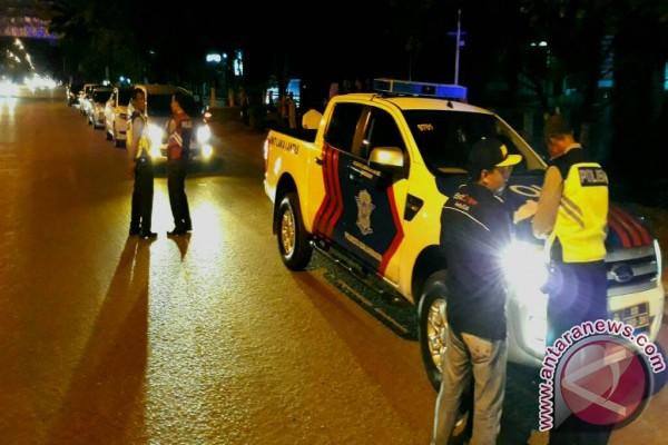 Satlantas Tilang Tujuh Mobil Parkir Langgar Aturan