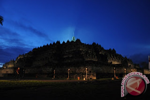 Kawasan Borobudur Dipercantik Dengan Payung Warna-Warni