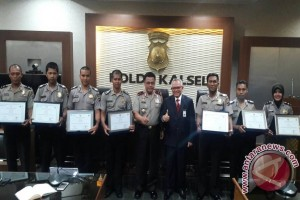 Seven Pelaihari police awarded by Bank Indonesia