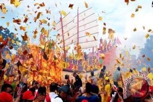 52.000 Wisatawan Ramaikan Bakar Tongkang Di Riau