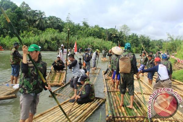 Ratusan Rakit Bambu Semarakan Loksado Kalsel