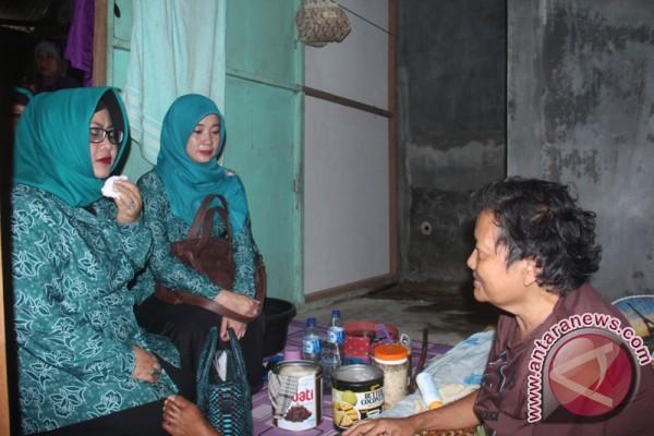 Penyerahan Paket Sembako Kepada Lansia Banjarbaru