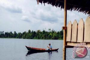 Warga Siak Benahi Wisata Danau Naga Sakti