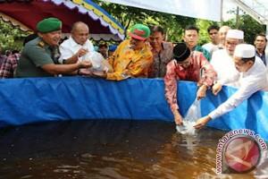 Bupati Banjar Tebar Puluhan Ribu Bibit Ikan