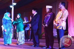 Isnaniah Achmad Fikry Raih Penghargaan Manggala Karya Kencana