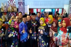 Banjar Tampilkan Akik dan Sasirangan di Lampung