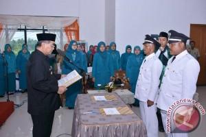 Bupati HSS Lantik Kades Desa Bariang dan Lungau