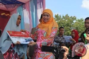 Mensos Serahkan Bantuan Sosial Untuk HSU Rp30,7 Miliar